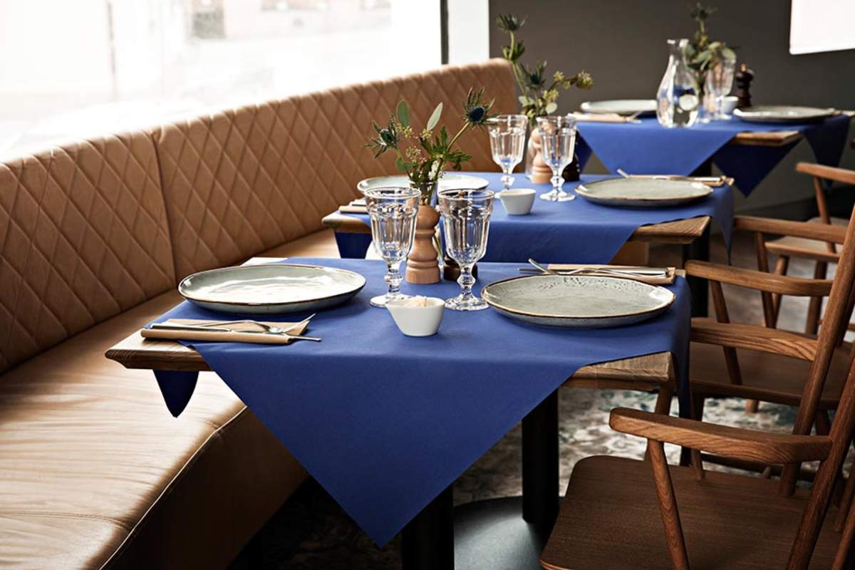 Tork bringt noch mehr Farbe in den Gastraum – mit den neuen LinStyle® Produkten für den Tisch